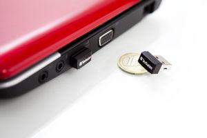 97464 NANO USB Drive Laptop + Euro Coin