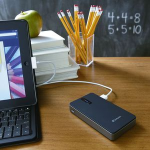 97935 Global Lifestyle with laptop