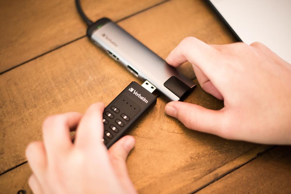 Keypad Secure USB 3.0 Lifestyle Image 6801