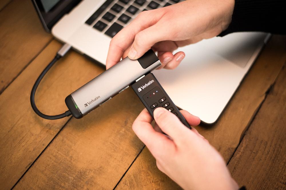 Keypad Secure USB 3.0 Lifestyle Image 6822