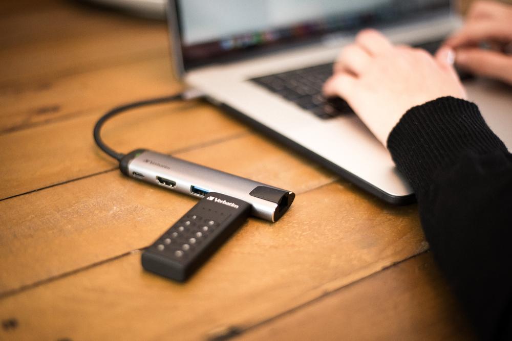 Keypad Secure USB 3.0 Lifestyle Image 6808