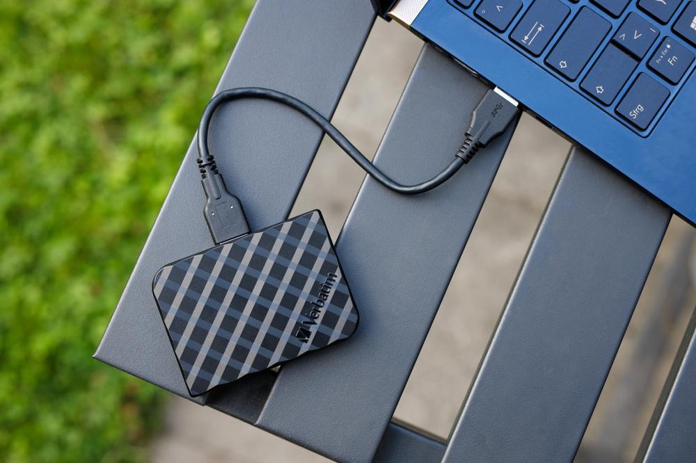 Verbatim Store 'n' Go Mini SSD 53236 53237 Lifestyle 7